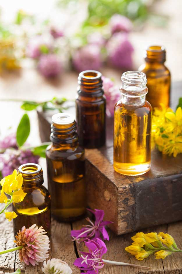 Where to Buy the Best Essential Oils l Homemade Recipes http://homemaderecipes.com/homemade-products/guide-to-essential-oils-buying-them