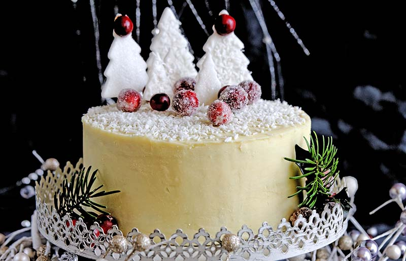 poppy seed white chocolate layer cake | winter cake flavors
