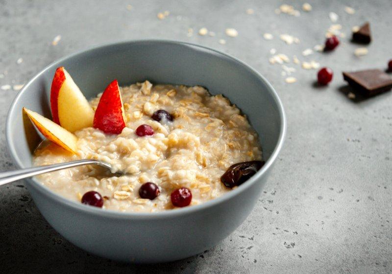 oatmeal porridge pieces fruit pear berries   diabetic breakfast ideas