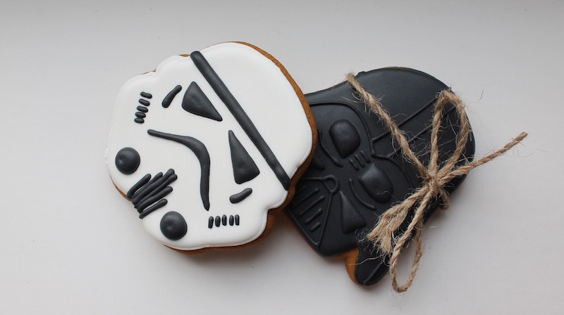 storm-trooper-cookies | Easy And Out Of This World Star Wars Recipes For May The 4th Be With You | star wars party food ideas