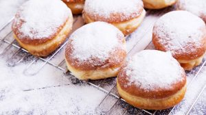 powdered donuts | Tasty Recipes For Fresh Donuts Your Kids Will Love | featured
